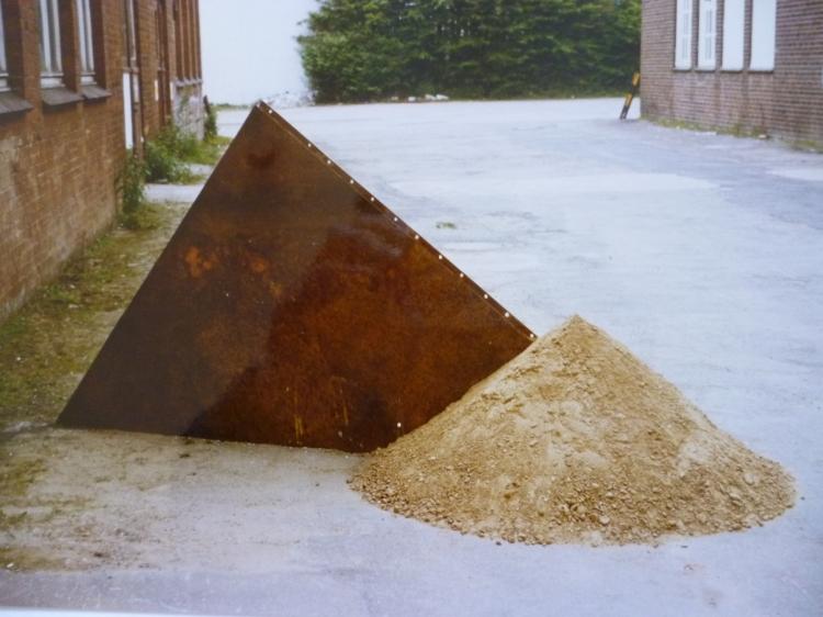 Werner Rückemann, Skulptur, Metall u. Sand, 1986, Hamel-Halle, Münster