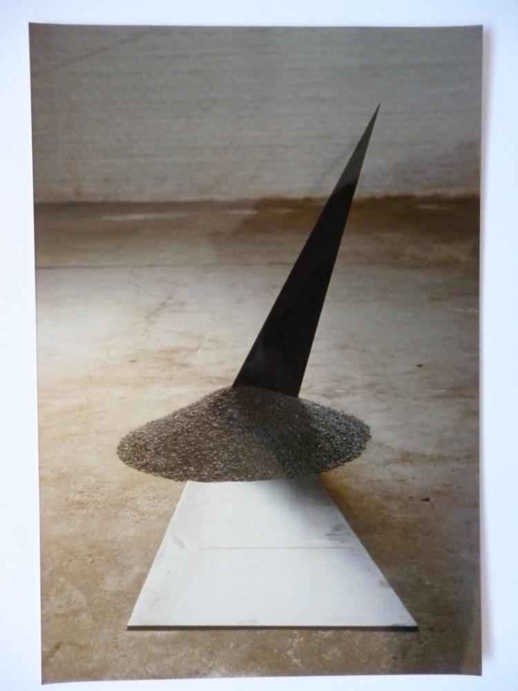 Werner Rückemann, Skulptur, Metall u. feiner Schotter, 1988, Museum Liesborn